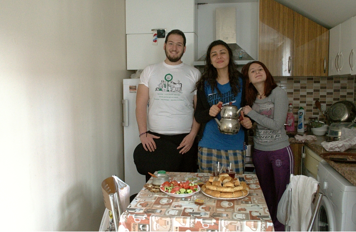 Breakfast with Cansu and her friends