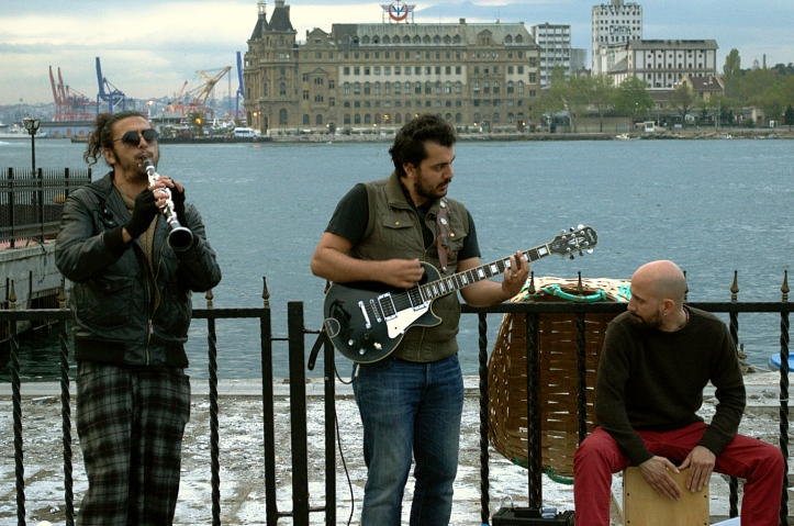 Street musicians in Kadıköy